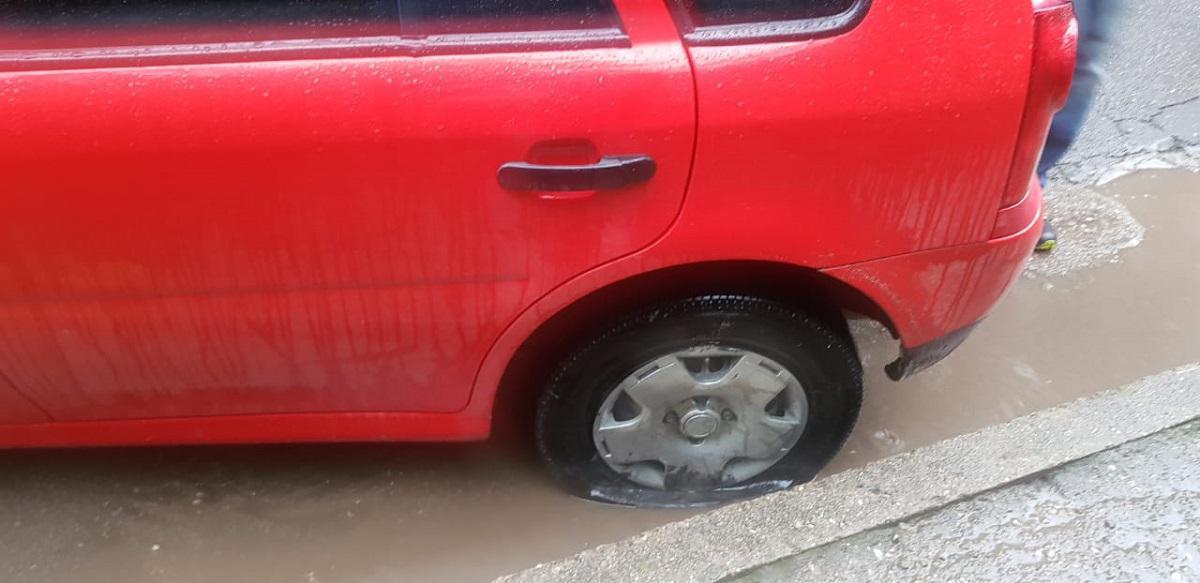 Autos dañados en Villa Gral belgrano 10