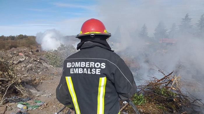 Bomberos en Cerro Pistarini 03