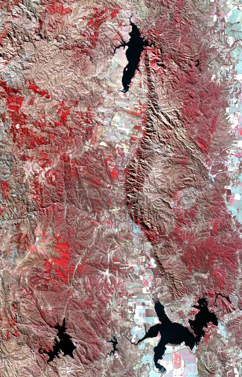 Imagenes_destacadas_-_LandSat-8_OLI_-_Valle_de_Calamuchita,_Cordoba_-_2015-07-27_-_Infrarrojo_color
