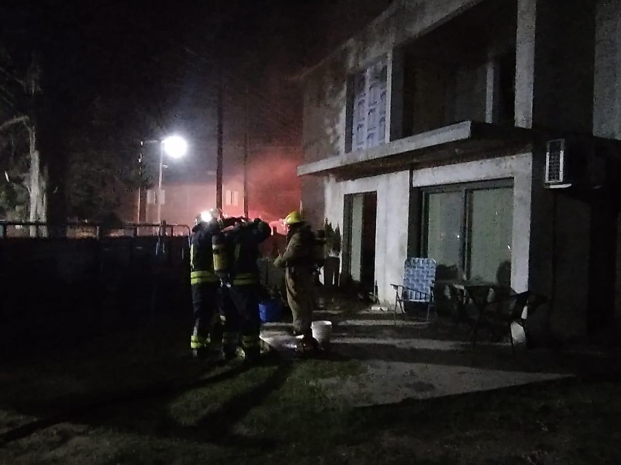 Incendio de vivienda en Embalse 08