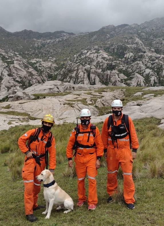 Perro de búsqueda en el Cerro Champaquí 03
