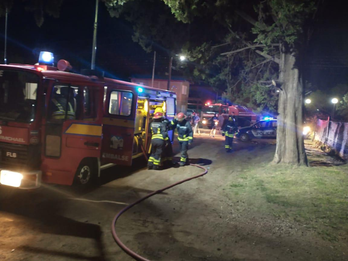 Incendio de vivienda en Embalse 07