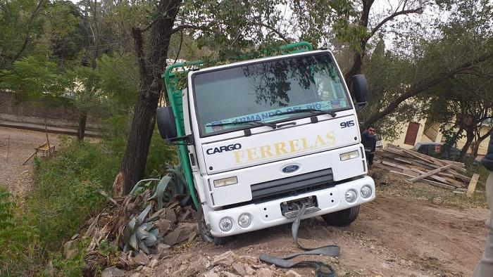 Bomberos EMbalse rescate de camion 01