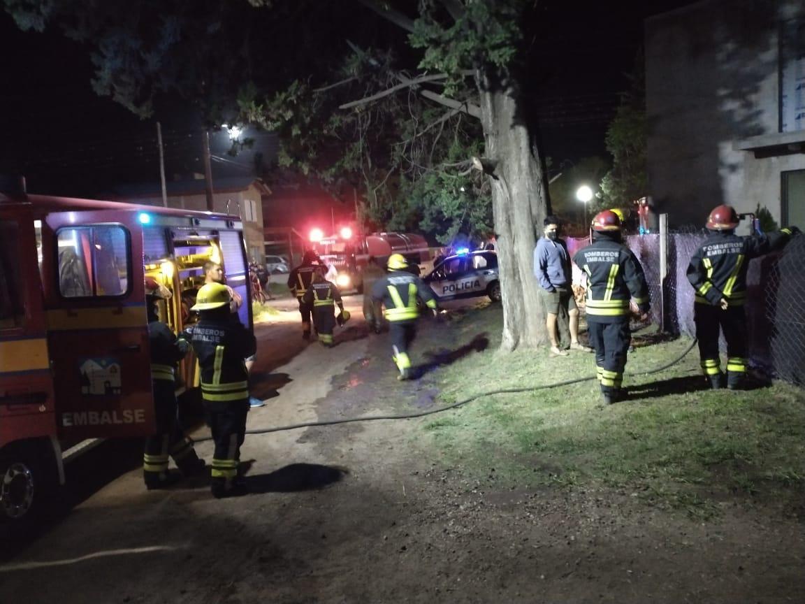 Incendio de vivienda en Embalse 04