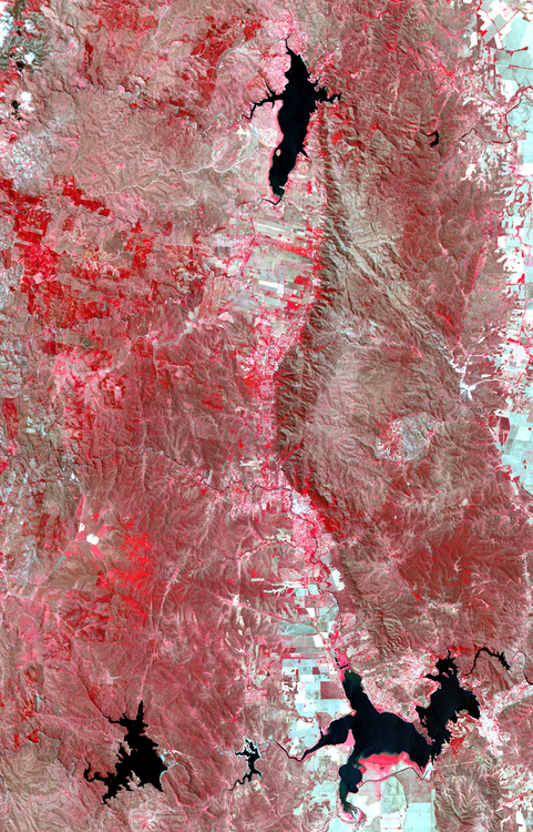 Imagenes_destacadas_-_LandSat-8_OLI_-_Valle_de_Calamuchita,_Cordoba_-_2015-10-15_-_Infrarrojo_color