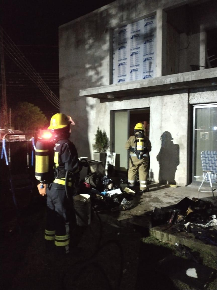 Incendio de vivienda en Embalse 03