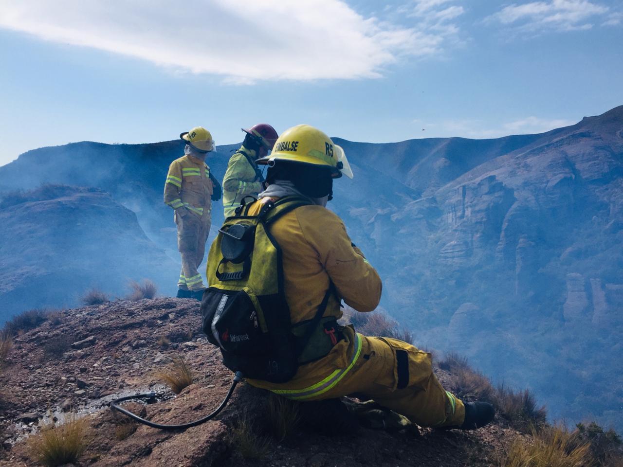 bomberos embalse 27 agosto 2